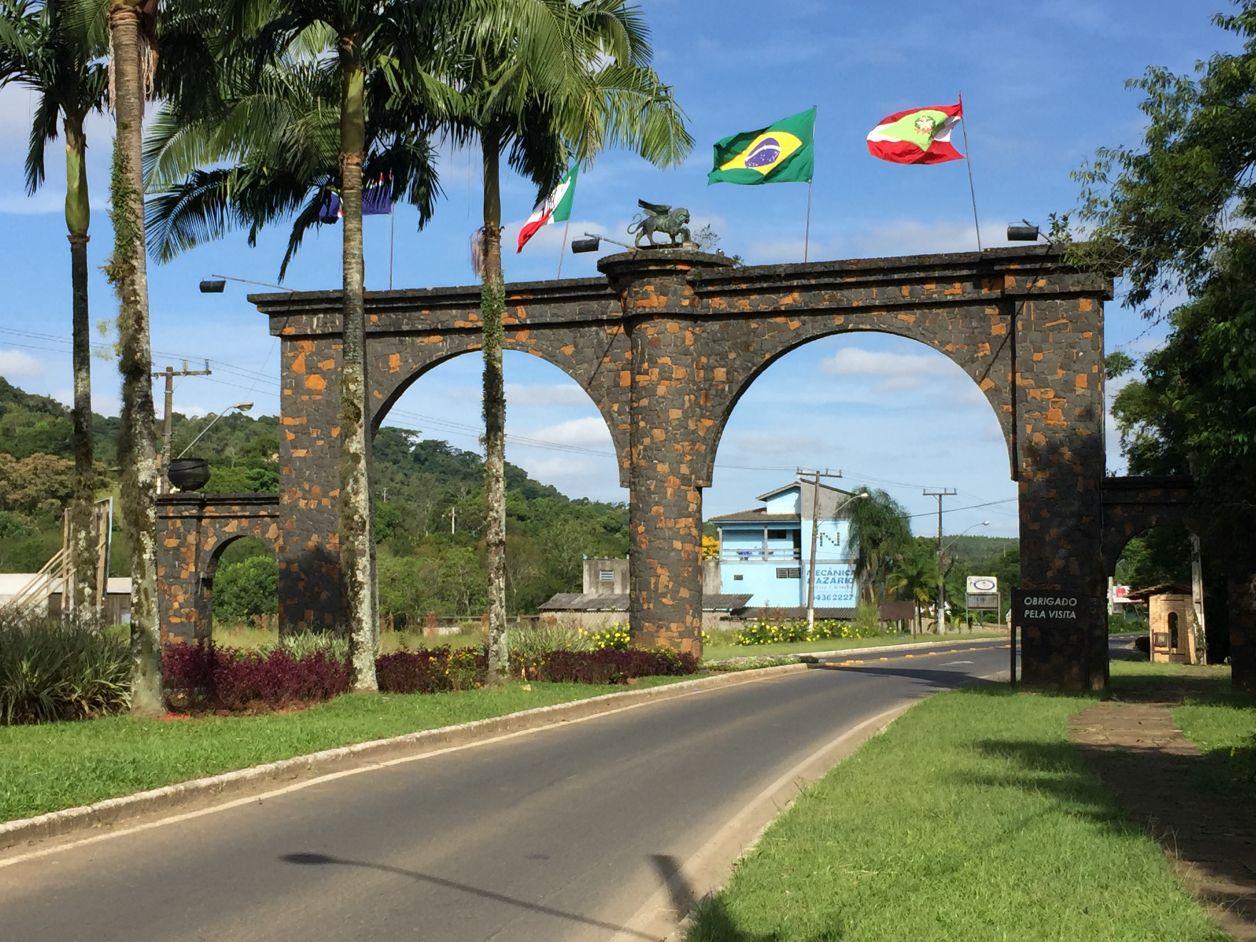 http://mapanamao.com.br/wp-content/uploads/2016/04/portal-nova-veneza.jpg