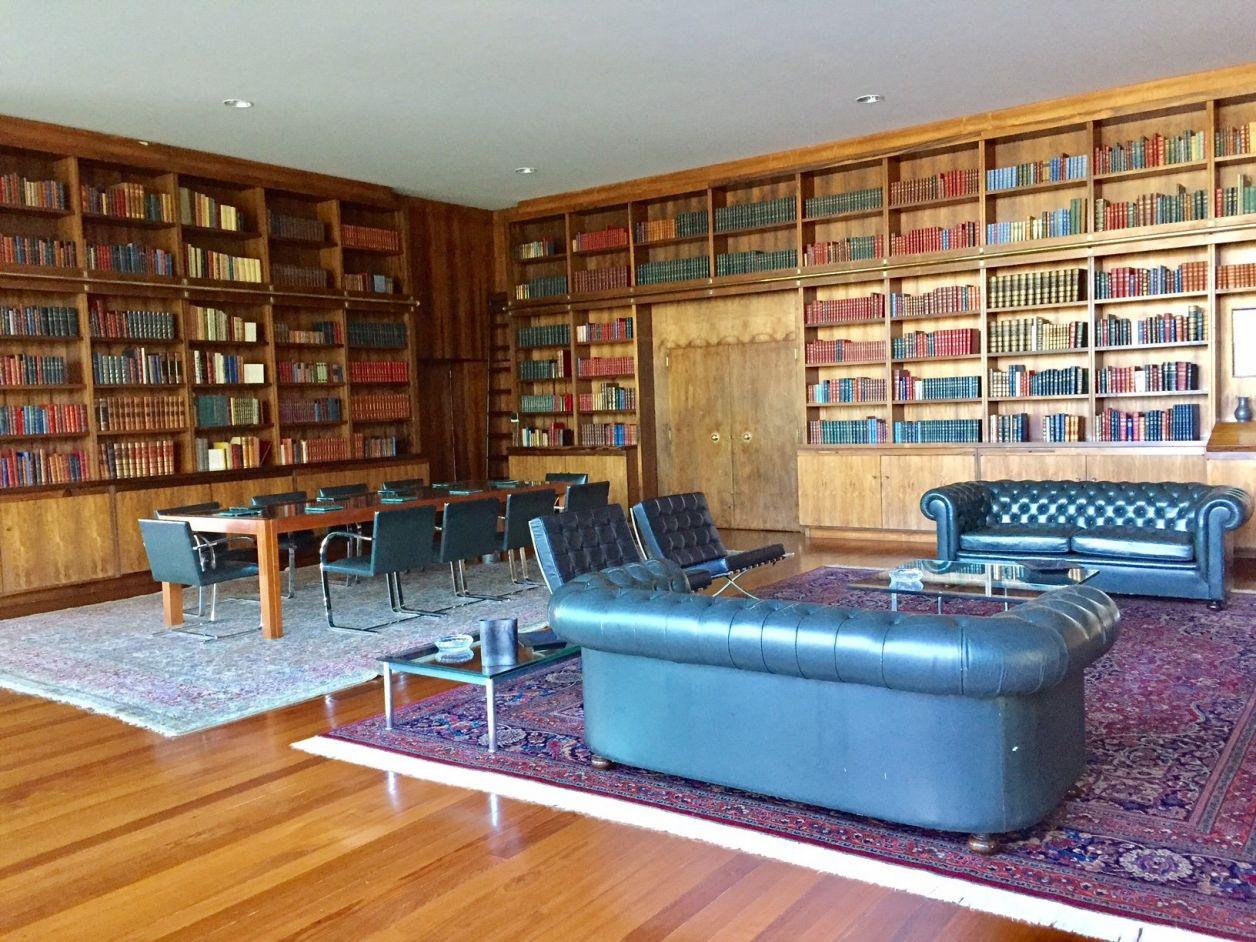 biblioteca do palácio da alvorada