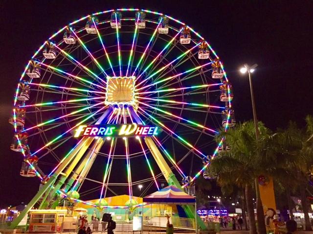 Parque de diversões no parque da cidade em brasilia