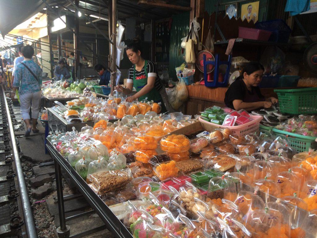 mercado trem Tailândia