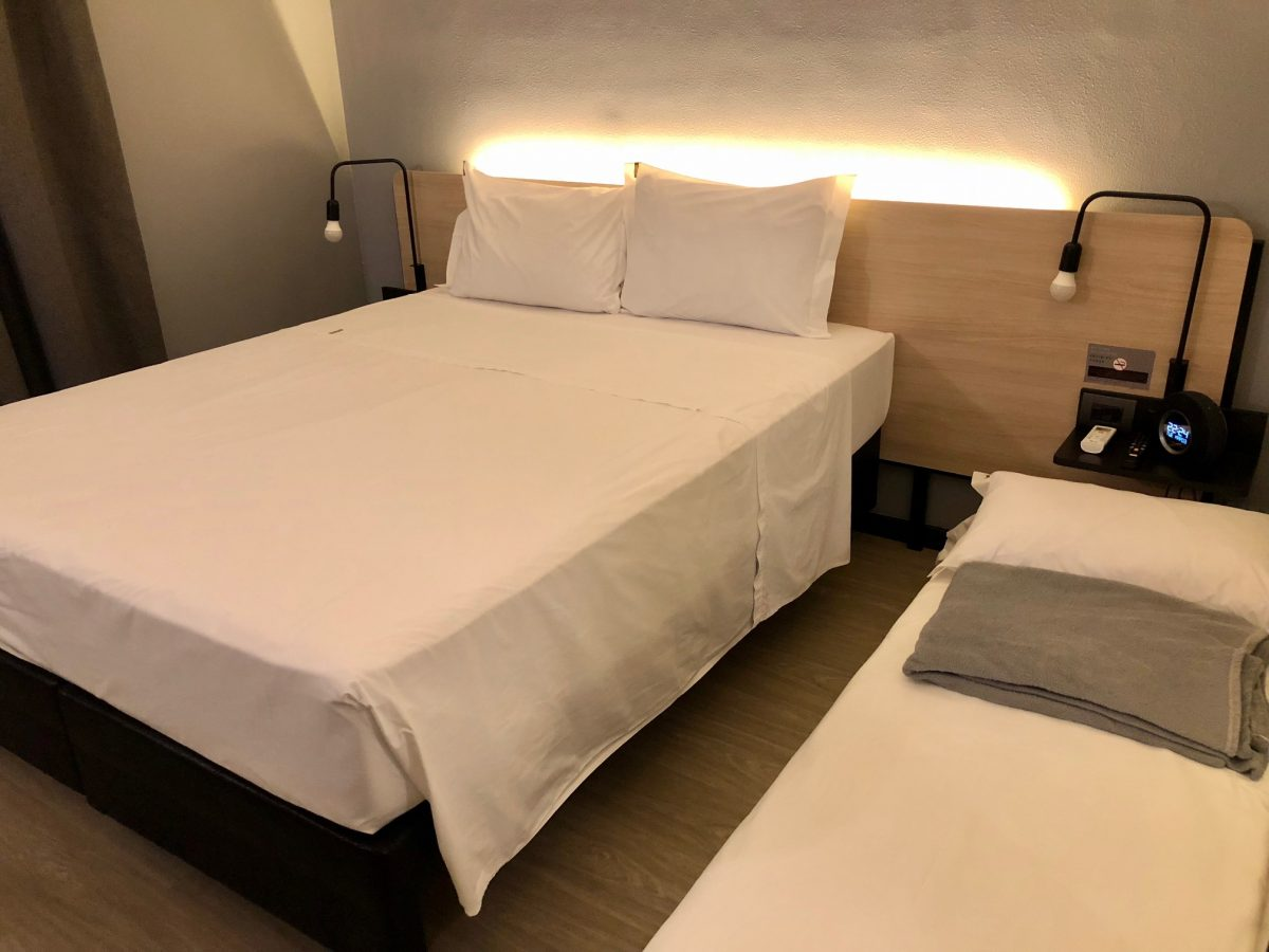 quarto de hotel confortável