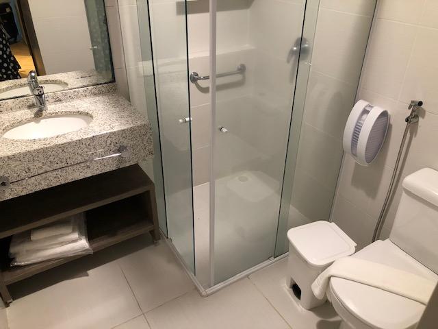banheiro hotel gravatal