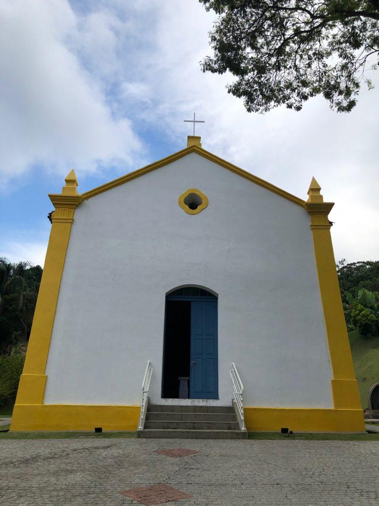 igreja bairro da barra em Balneário Camboriú